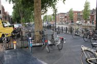 Nieuwe fietsensteiger Regentesseplantsoen meteen in gebruik